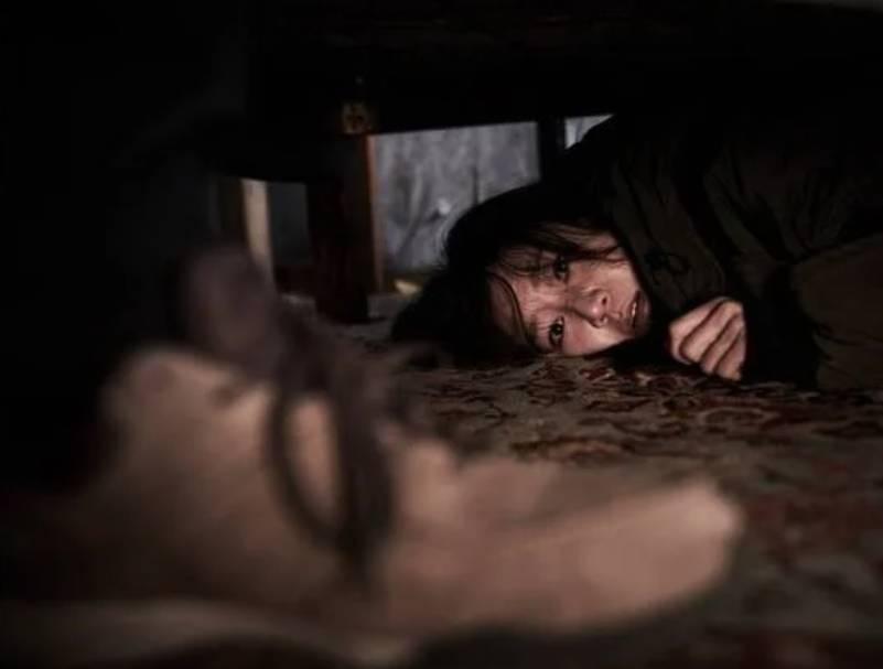 韓國電影《門鎖》的情節幾乎一模一樣。(圖片來源:《門鎖》)