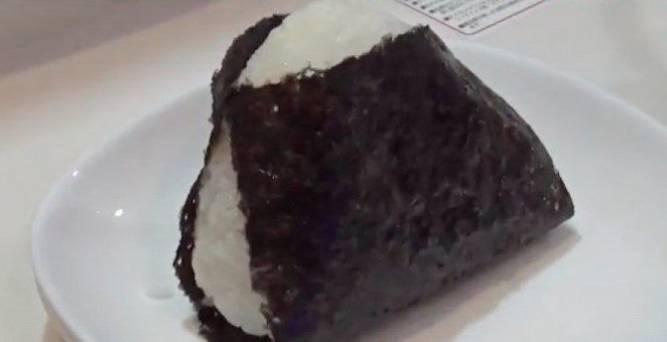 午餐也都是AKIRA自製的飯團。(圖片來源:《家ついて行ってイイですか》)