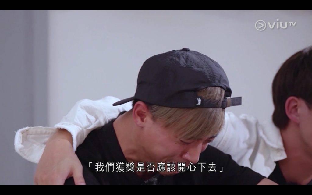 聽到Jer的心聲,讓AK都忍不住大哭了。(圖片來源:ViuTV)