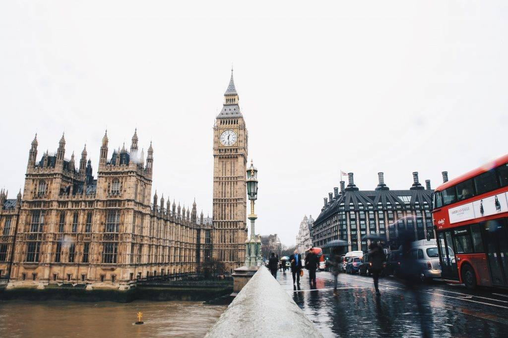 不少人都想移居英國。(圖片來源:Heidi Fin@Unsplash)