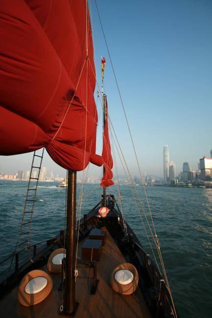 乘客可以飽覽維港兩岸景色。(圖片來源:KKday)