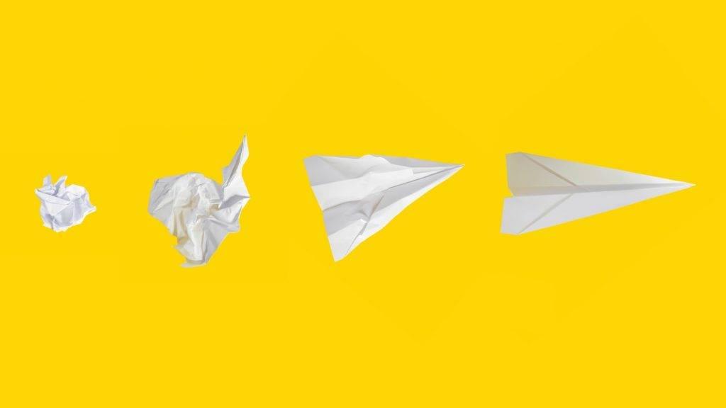 摺紙飛機絕對是童年回憶!(圖片來源:unsplash@mattwridley)