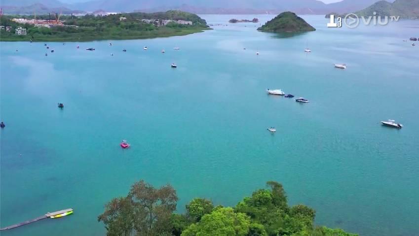 企嶺下的為不少人心目中水上活動的最佳地點。(圖片來源:ViuTV《阿女又戀嚟》節目截圖)