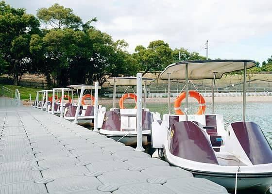 PADDLE BOAT腳踏船遊覽湖邊景色(圖片來源:FLOW ACADEMY AQUA PARK)