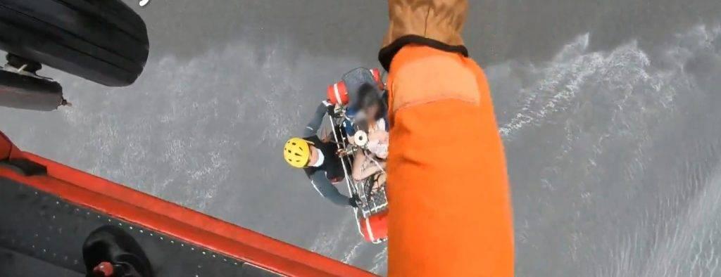 最後要以吊掛形式進行救援(圖片來源:ETtoday新聞雲)