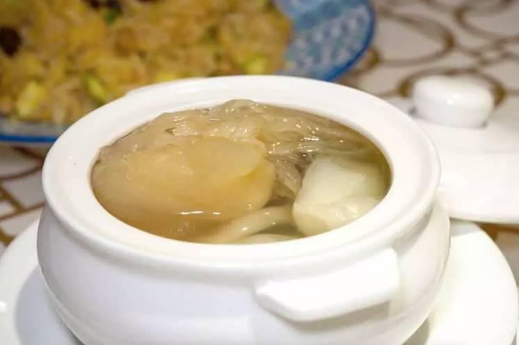 原盅菜膽花膠燉翅(圖片來源:KKday)